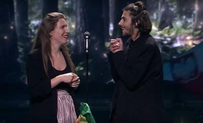 Foto: Salvador Sobral e Luísa Sobral a cantar na final da Eurovisão - Youtube Eurovision Song Contest