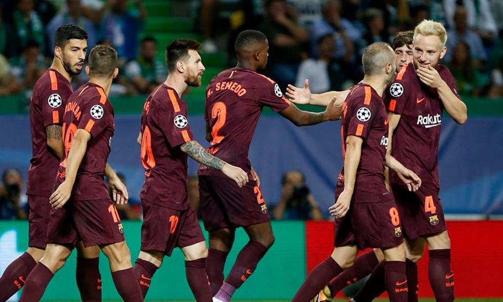 Equipa do Barcelona no final do jogo contra o Sporting