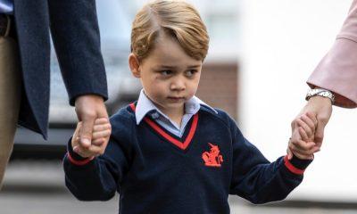 Príncipe George no seu primeiro dia de escola.