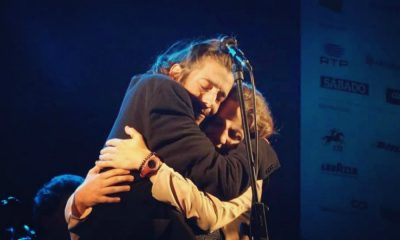 Salvador Sobral e Luisa Sobral abraçam-se no último concerto de Salvador