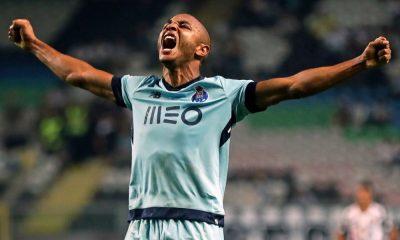 Brahimi festeja o terceiro golo do FC Porto