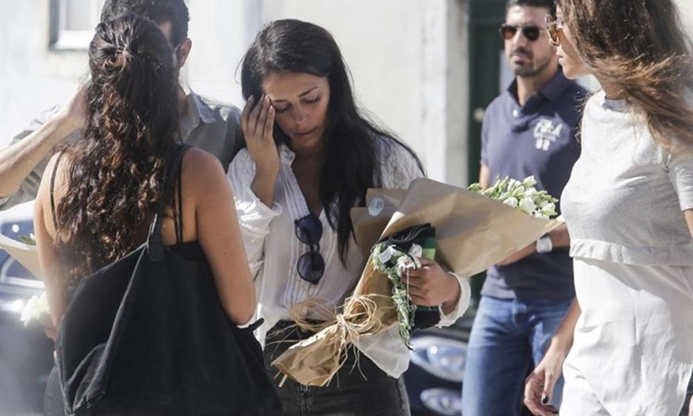 Sofia Ribeiro à saída do funeral do pai