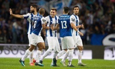 Jogadores do FC Porto festejam o primeiro golo
