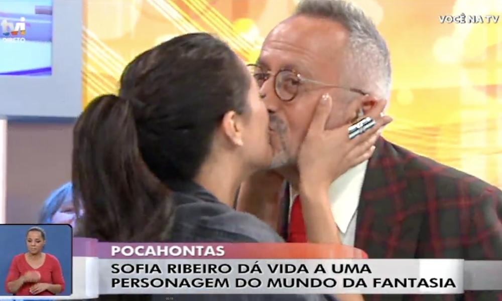 Sofia Ribeiro beija Manuel Luís Goucha ao vivo