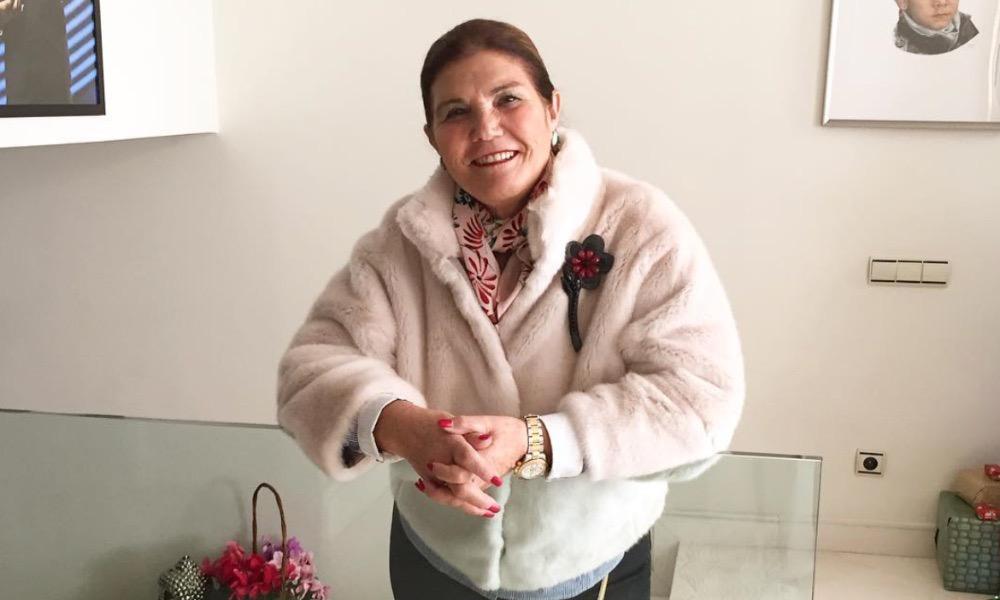 Dolores Aveiro pronta para uma saída com amigas
