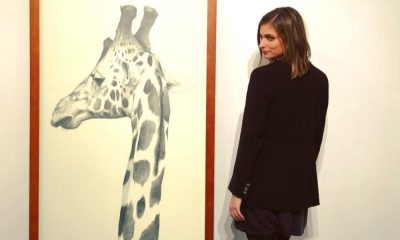 Benedita Pereira na exposição do namorado