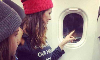 Cláudia Vieira com a filha Maria na partida para Londres