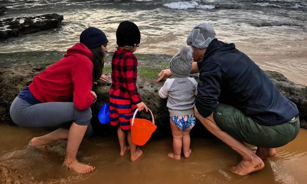 Daniela Ruah com os filhos e o marido em Cascais