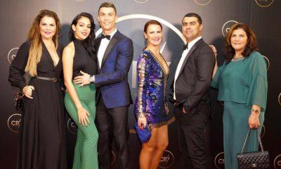 Cristiano Ronaldo com a família na gala CR7