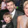 Shakira com o marido e os dois filhos
