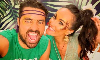 Ricardo Pereira ao lado da mulher Francisca no Carnaval carioca