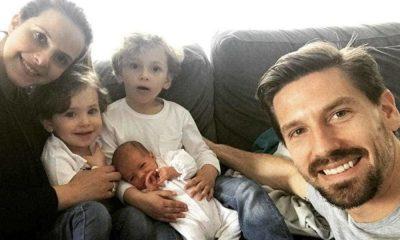 Adrien Silva com a mulher e os três filhos