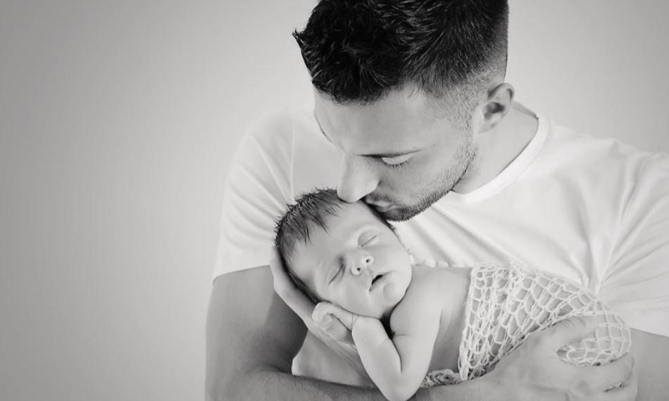 Samaris com a filha recém-nascida