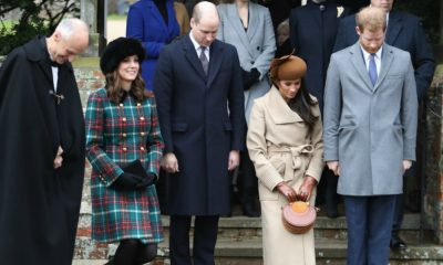 Kate Middleton, príncipe William, Meghan Markle e príncipe Harry fazem uma vénia à rainha