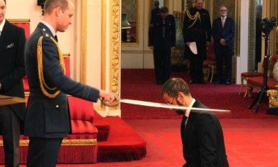 Príncipe William investe Sir Ringo Starr com o título de Cavaleiro do Império Britânico