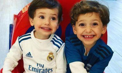 Santiago e Thomas vestiram o equipamento do Real Madrid