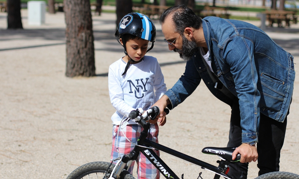 Rui Unas ensina o seu filho Rafa a andar de bicicleta