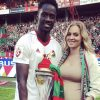 Éder é campeão russo e posou com o troféu ao lado da mulher
