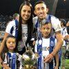 Herrera festejou o título ao lado da mulher e dos filhos