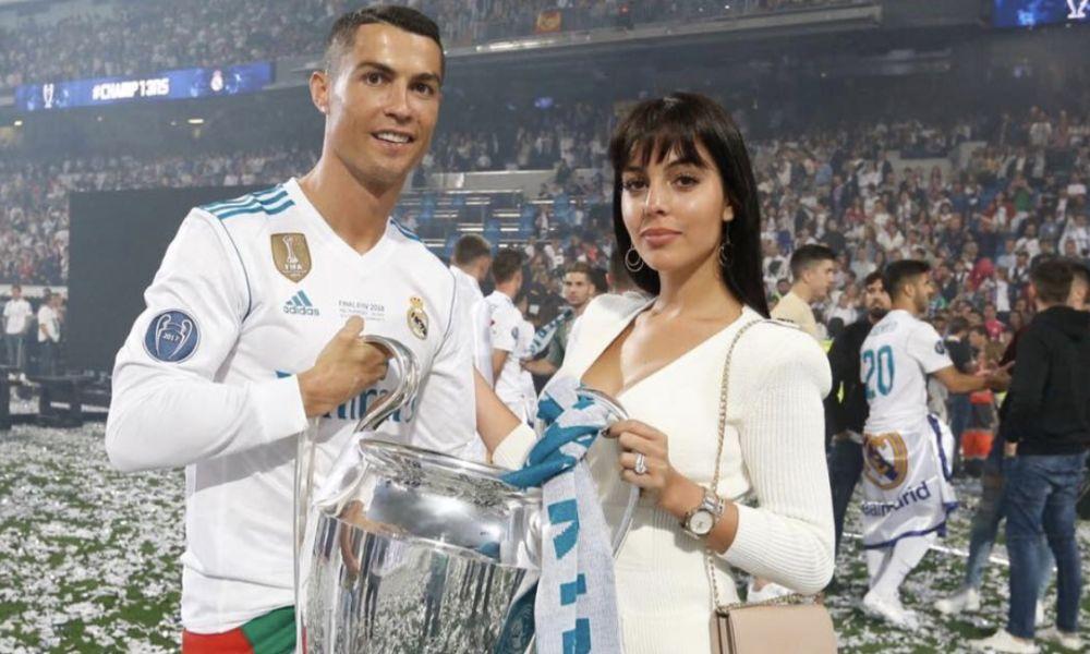 Cristiano Ronaldo ao lado da namorada