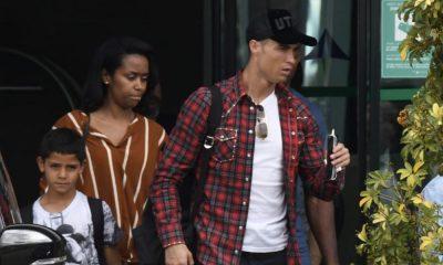 Cristiano Ronaldo a embarcar no aeroporto de Málaga
