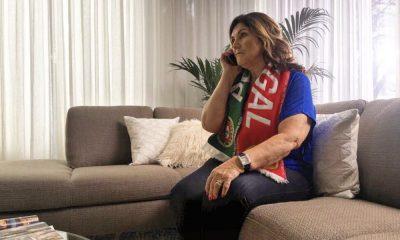 Dolores Aveiro com o cachecol da seleção nacional