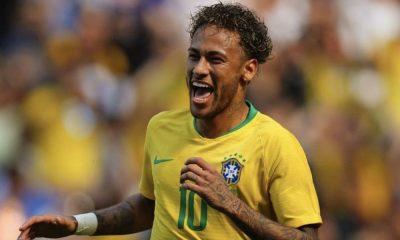 Neymar tem trocado de penteado todos os dias