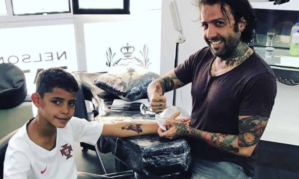 Cristianinho com o tatuador Nelson Caires