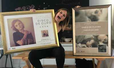 Carolina Deslandes celebra a conquista do Disco de Ouro e do Single de Platina